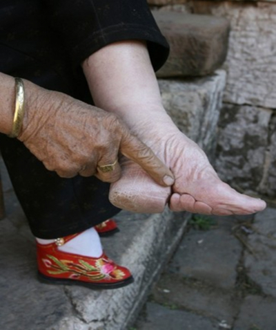 Who started asian foot binding